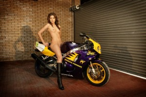 Девушки и мотоцикл. (18+)