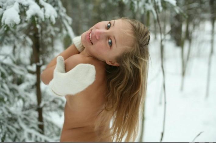 Девушка зимой (18+)
