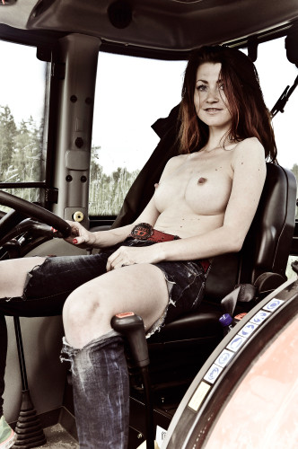 Голые факты. То, что вы не знали о тракторах и не собирались спрашивать. (18+)