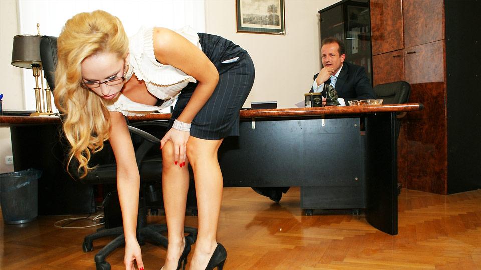 две секретарши и босс видео-тг1