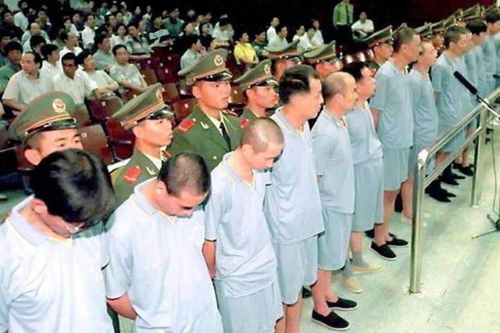 Родина знает. Власти Китая достали беглых коррупционеров.