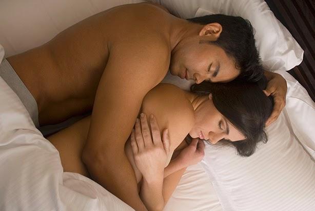 Сексуально Целуются И Обнимаются В Кровати Голые Видео Смотреть