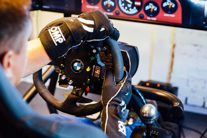 Стартовала гоночная серия Mad Seven eSports